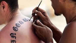 Comment appliquer et retirer des tatouages temporaires