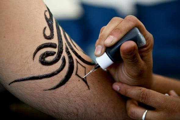 Les tatouages temporaires sont-ils sûrs ? Ce que les consommateurs doivent savoir