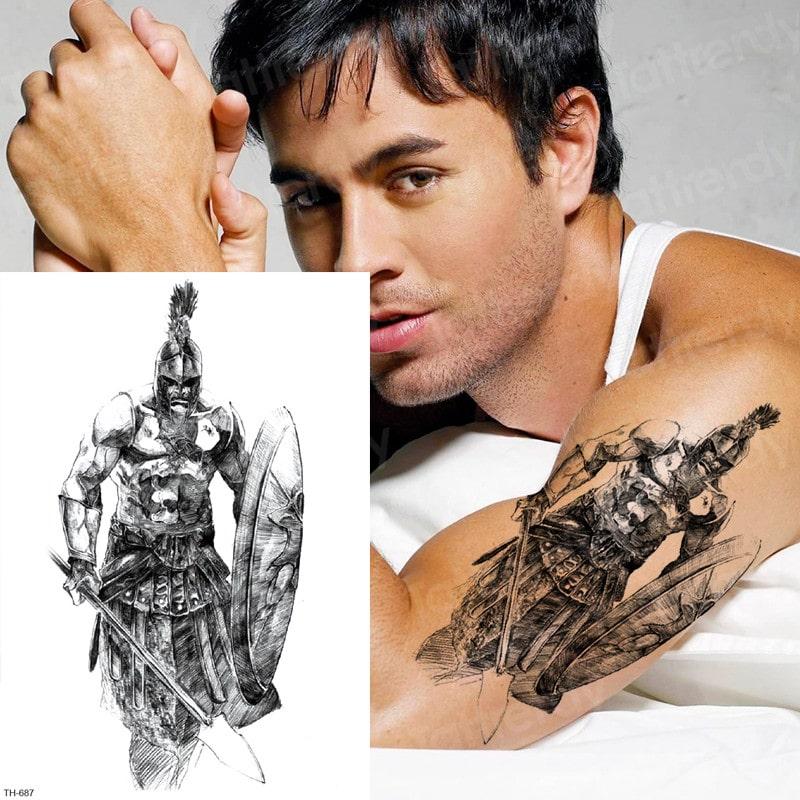Des tatouages temporaires personnalisés renforcent l'esprit d'équipe lors d'une compétition de robotique