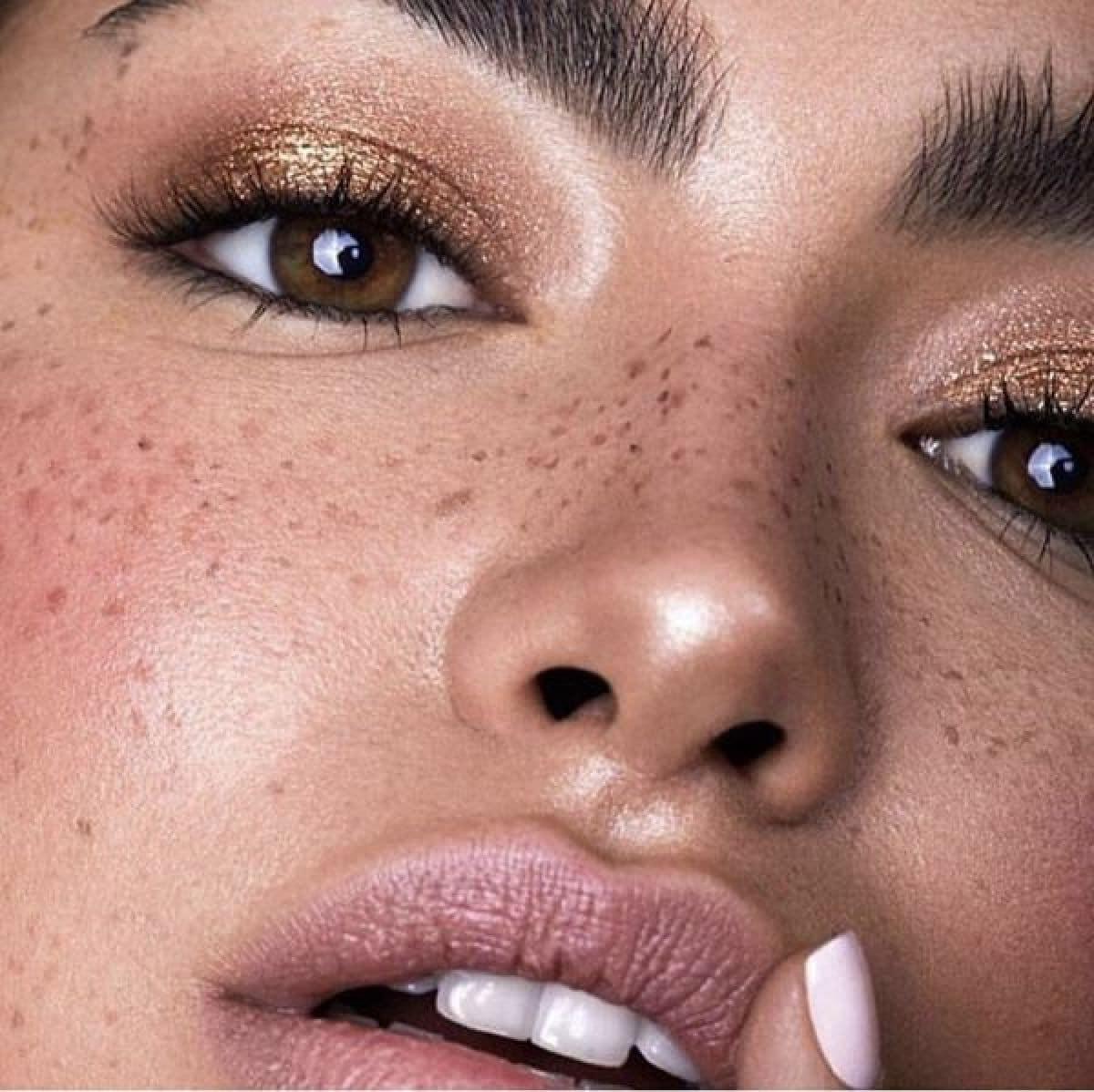 Les fausses taches de rousseur : nouvelle tendance beauté